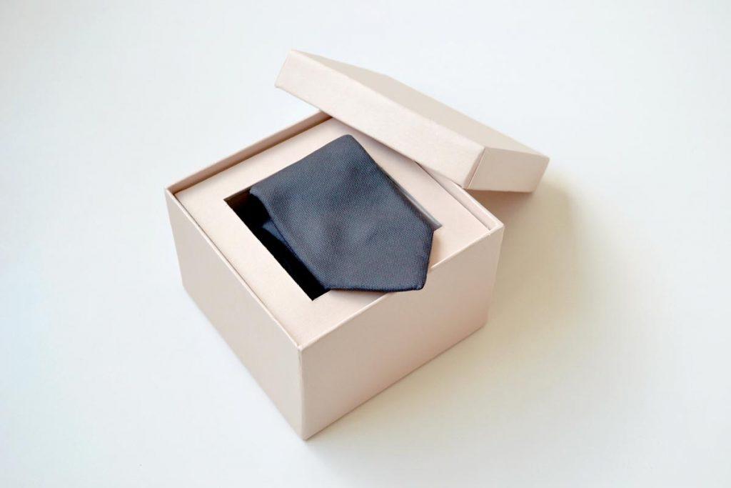caixa com gravata para padrinhos