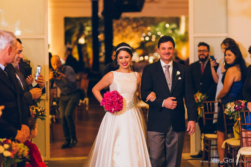 entrada dos noivos na igreja