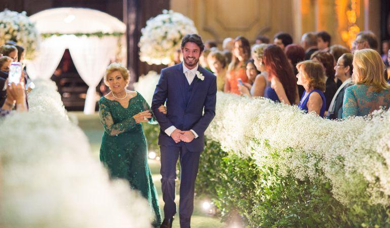 Vestido de mãe do noivo para casamento na igreja de dia | Foto: