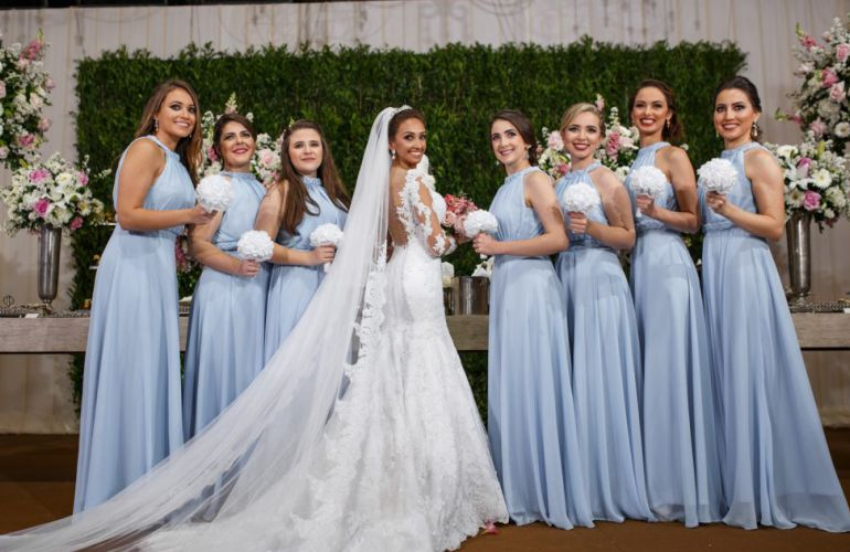 Vestido para madrinhas azul serenity| Foto: Zenilda Brasil
