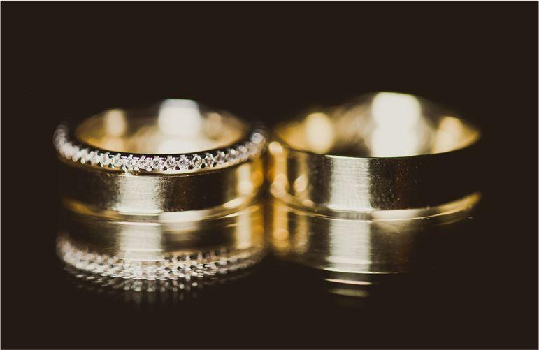 aliança de casamento cravejada