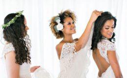 70c072246 Penteados para noivas de cabelo cacheado  50 inspirações para seu casamento!