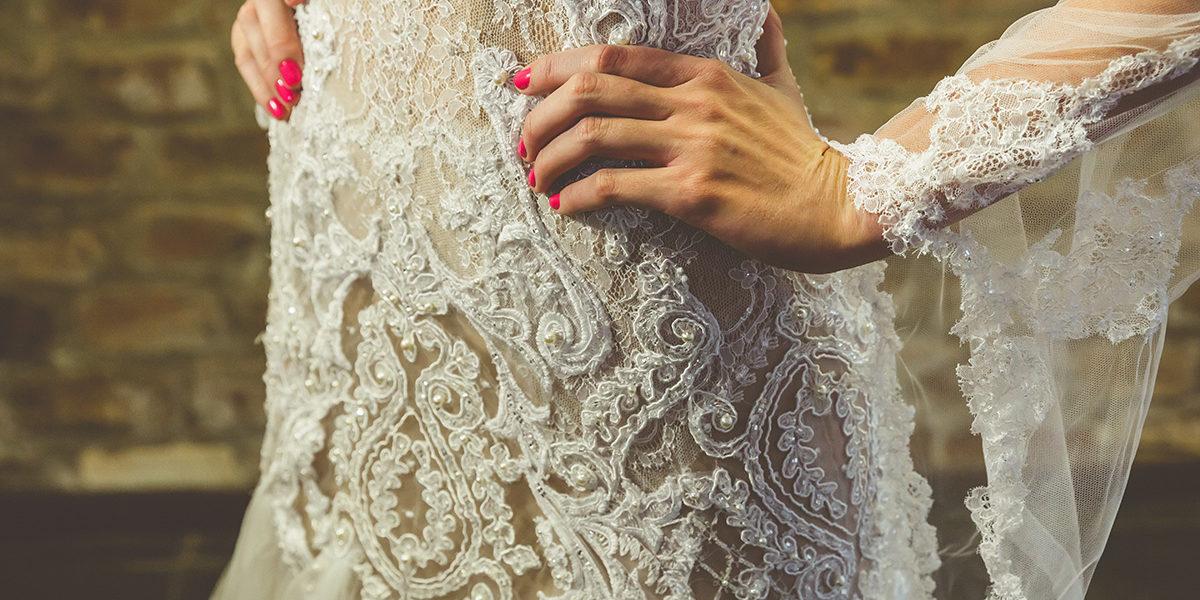 67e663e143 Vestido de noiva com renda x Vestido de noiva liso  Qual escolher