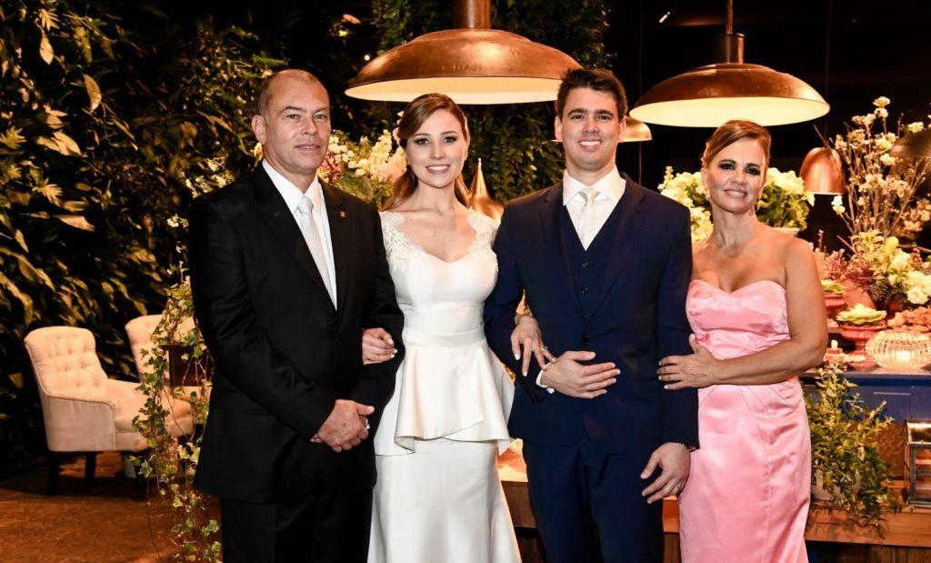 Familia dos noivos nas fotos de casamento
