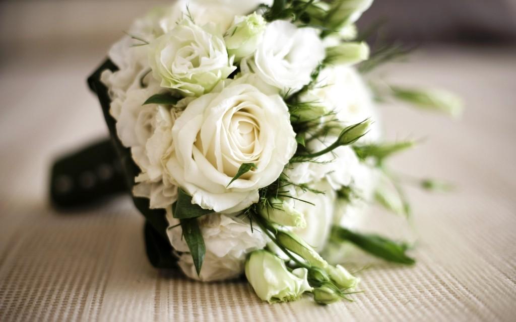 Buque de noiva branco: rosas