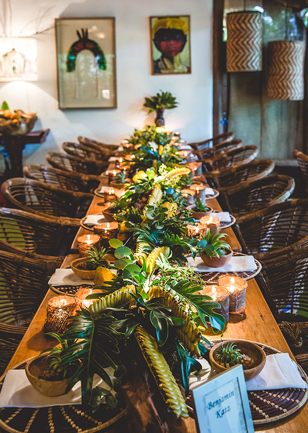 Centro de mesa para decoração de casamento: carreira de flores