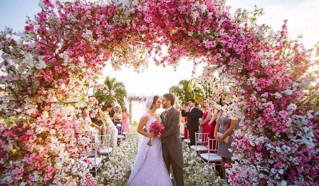 Arco de flores na decoração | Foto: Fernando Monteiro