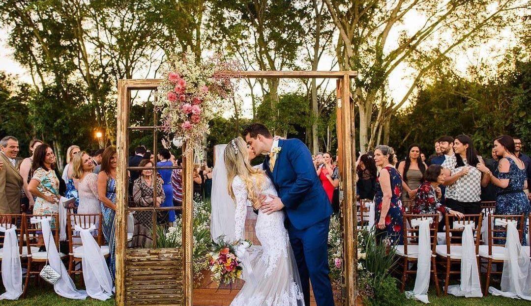 Porta na decoração de casamento | Foto: Estudio Megazap