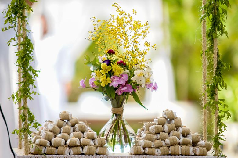 Decoração de casamento lilás e amarelo
