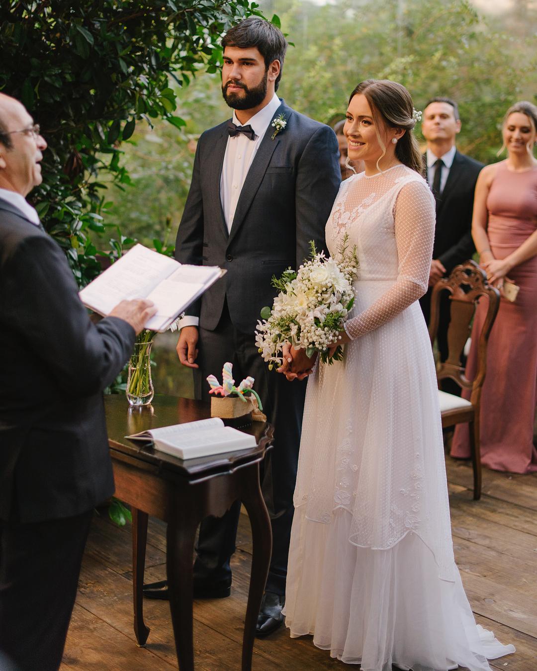 Vestido de noiva com tule e renda | Foto: Cadeira Amarela